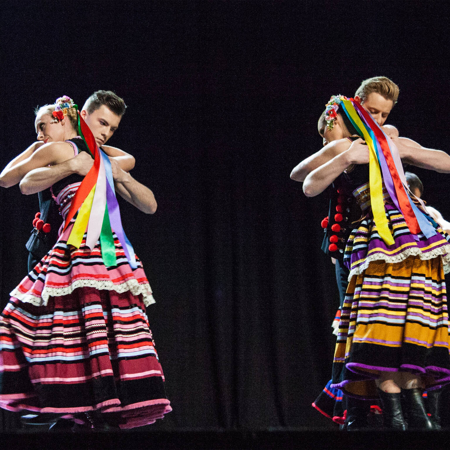 zdjęcie przedstawia Felicita & Śląsk Song and Dance Ensemble